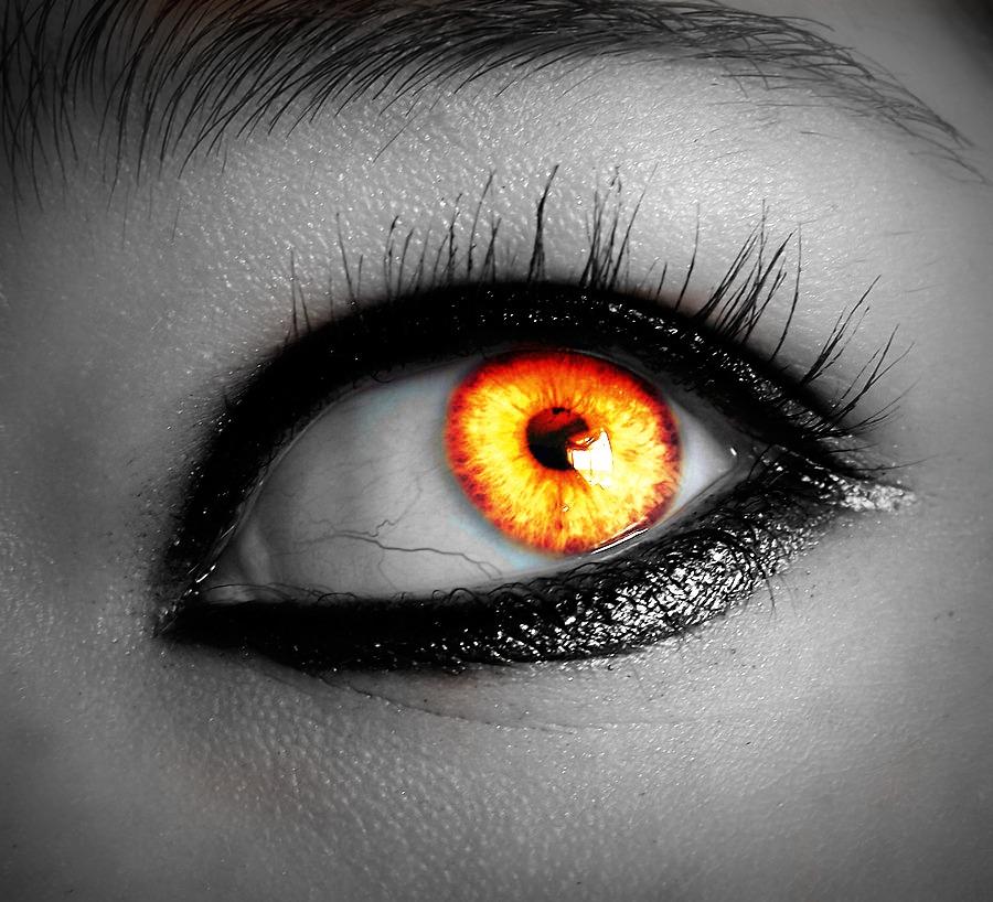 Как себе сделать глаза вампира 71