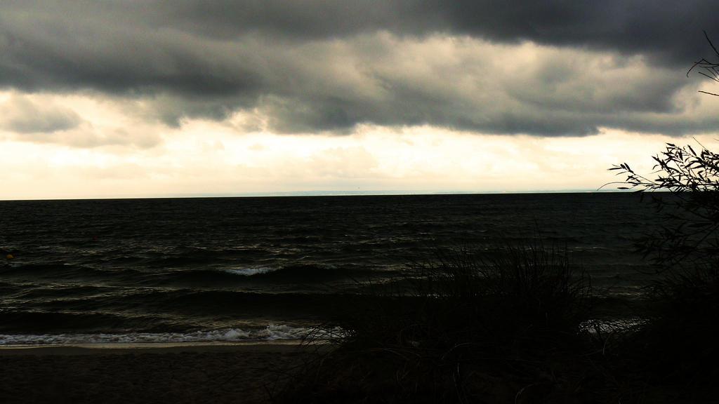 Sea... by FERONAS