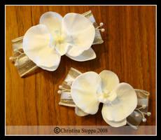 White Orchid Clips by Kurokami-Kanzashi