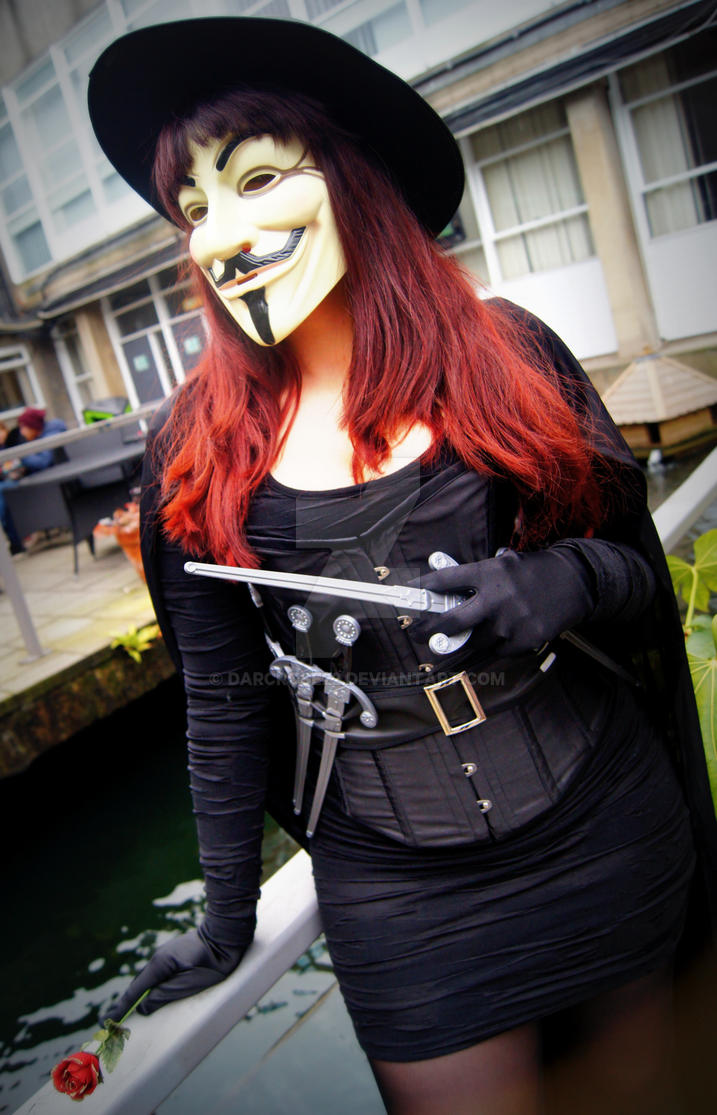V For Vendetta Genderbent Cosplay by DarcRose22