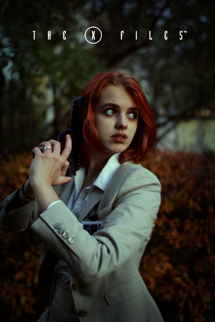 Dana Scully cosplay by LeenaKill