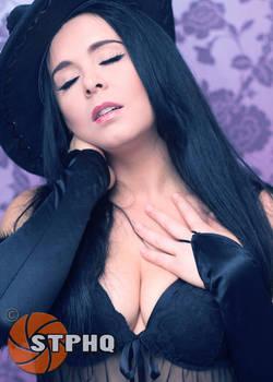 Laura W Purple Backdrop 03