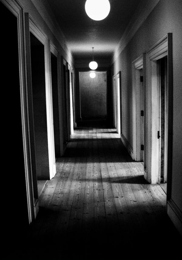 Hallway by izzybizy
