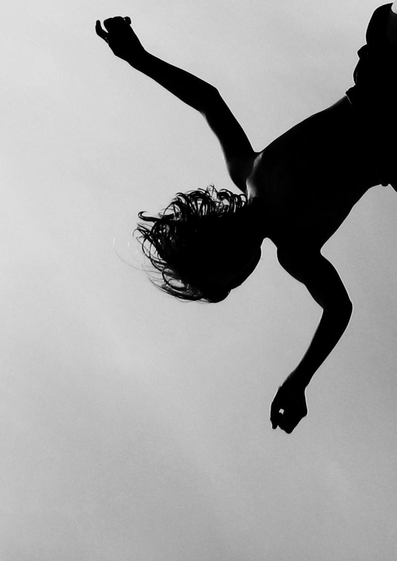 Falling by izzybizy