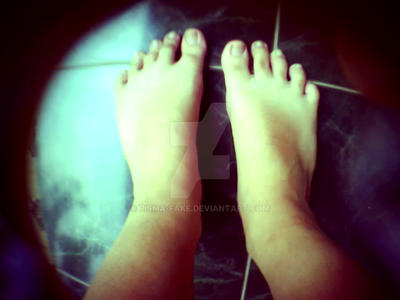 ugly feet :D by risma-fake