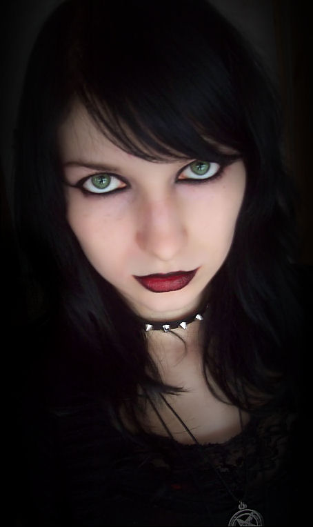 http://fc09.deviantart.net/fs41/f/2009/030/8/e/Just_like_a_gothic_girl_by_Ashiwa666.jpg