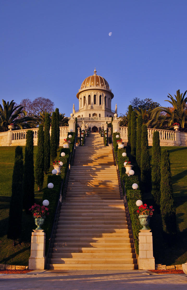 The Grand Stairway by LinMon