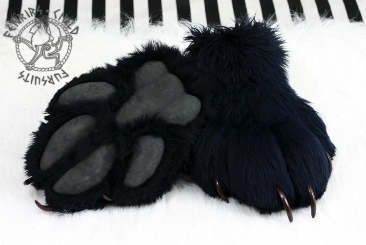 Fen v1 footpaws by fenrirschild