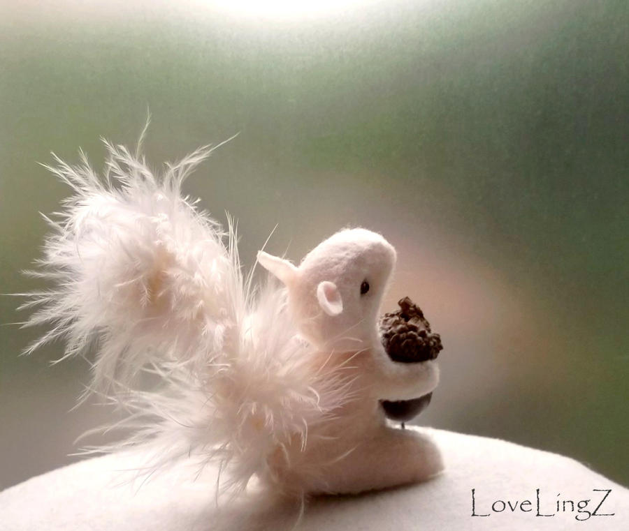 Snow Squirrel by LoveLingz