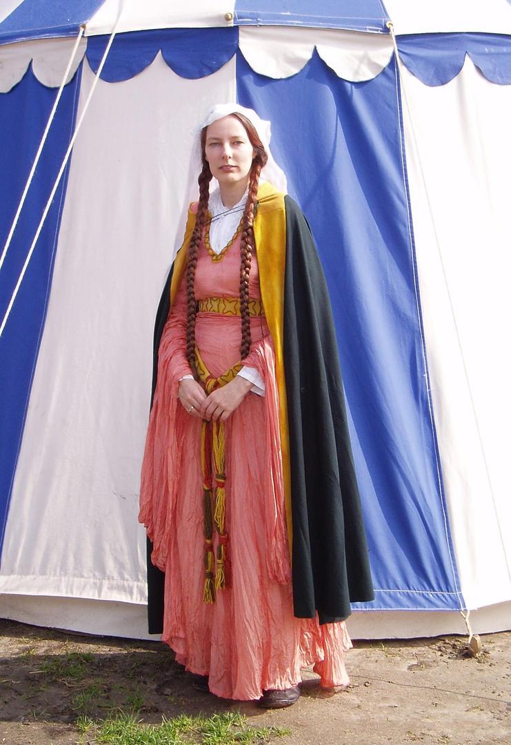 12th century lady by derederegalbraith on deviantart