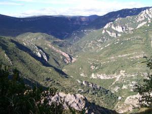 Valle del rio Flumen con sierra de Guara de fondo