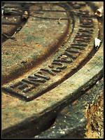 Rusty hatch by bwanot