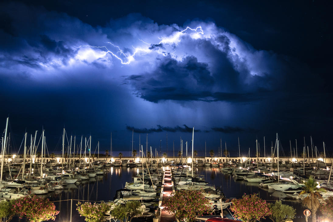 Summer thunderstorm by mbielstein