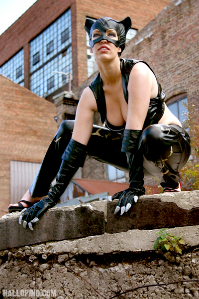 Catwoman - The City by hallopino