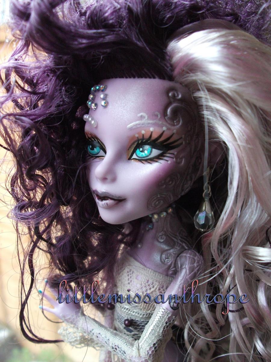 Crystal gaze by littlemissanthrope