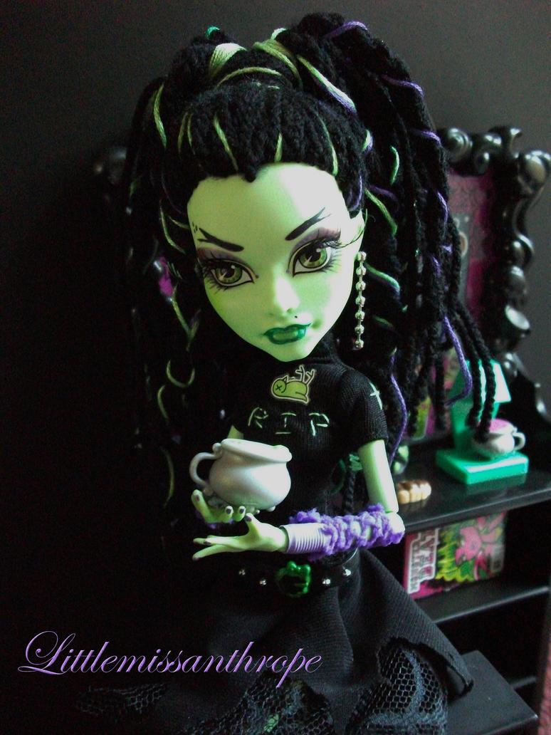 Miss Absinthia Wychwood by littlemissanthrope