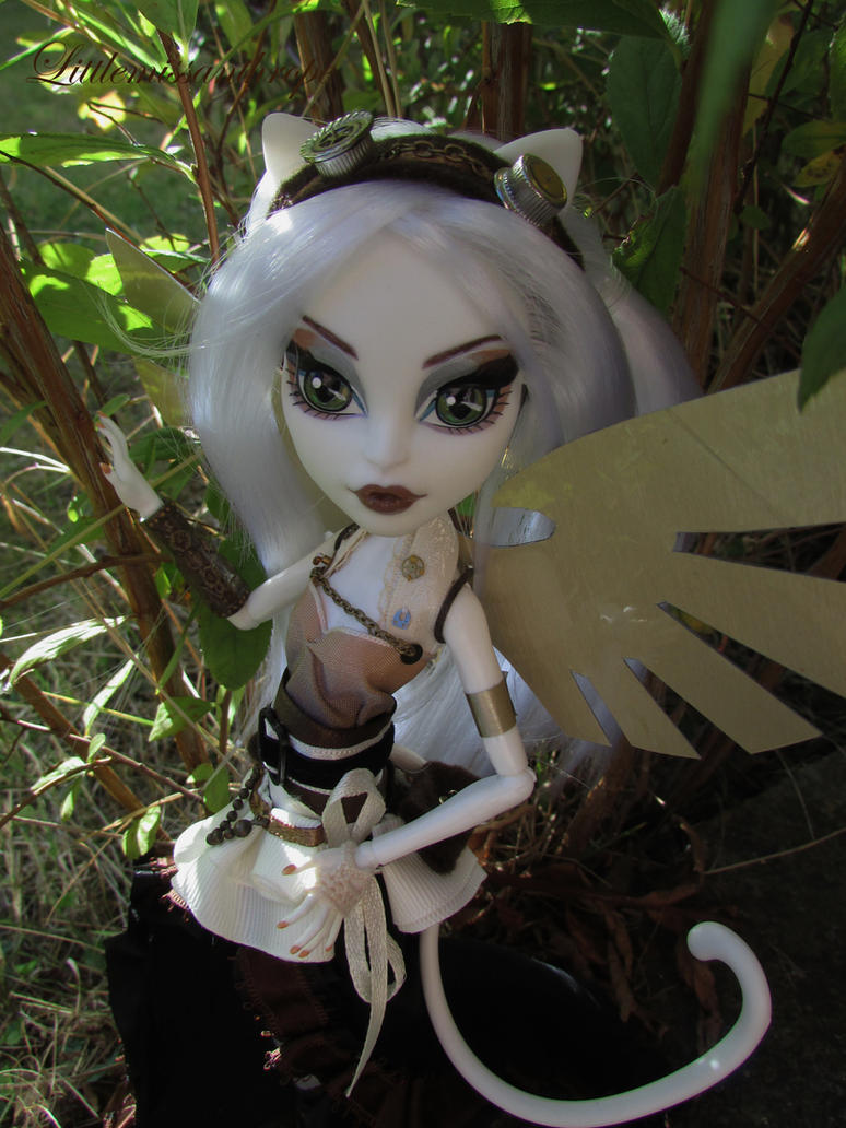 Wings by littlemissanthrope