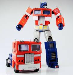 Optimus Masterpiece Double by alienspawn