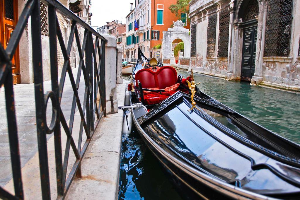 Gondola by BusterBrownBB