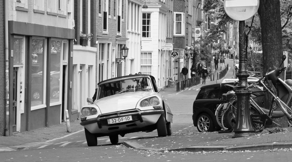 Citroen DS in Amsterdam by BusterBrownBB