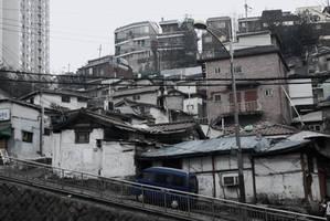 Downtown Seoul Slums by SenseiSage