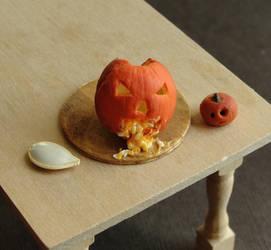 1:12 Scale Puking Pumpkin
