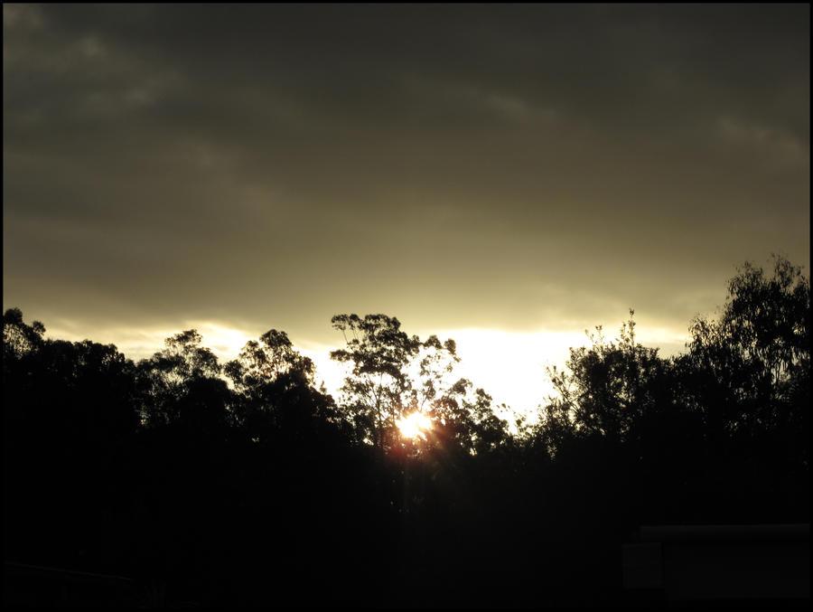 Zalazak sunca-Nebo Sunset_On_A_Rainy_Day_by_CandaceIsVampire