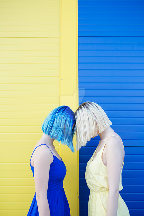 Yellow vs blue by thefirebomb