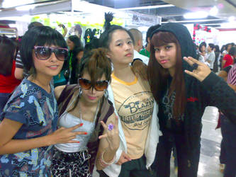 1st  KPOP CON : 2NE1 Cosplay by emocite