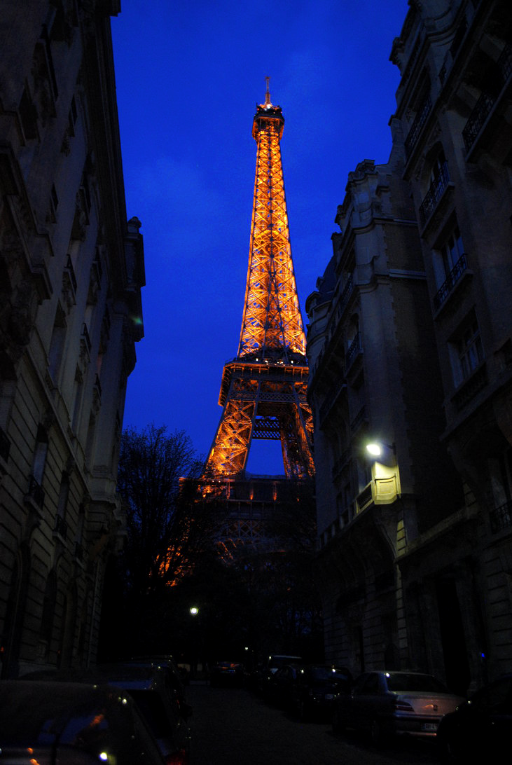 Eiffel Tower by Daskarina