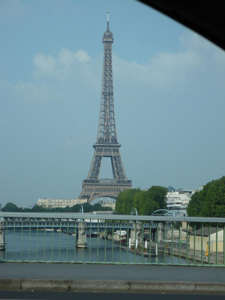 Eiffel Tower by nicolapin