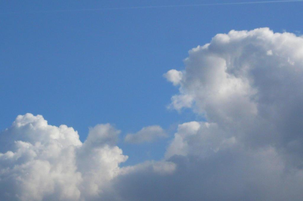 Big Cloud by nicolapin