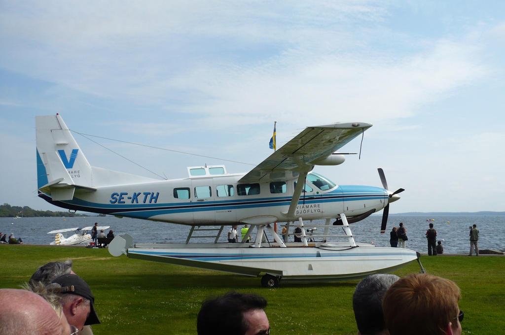 Cessna 208 Caravan by nicolapin