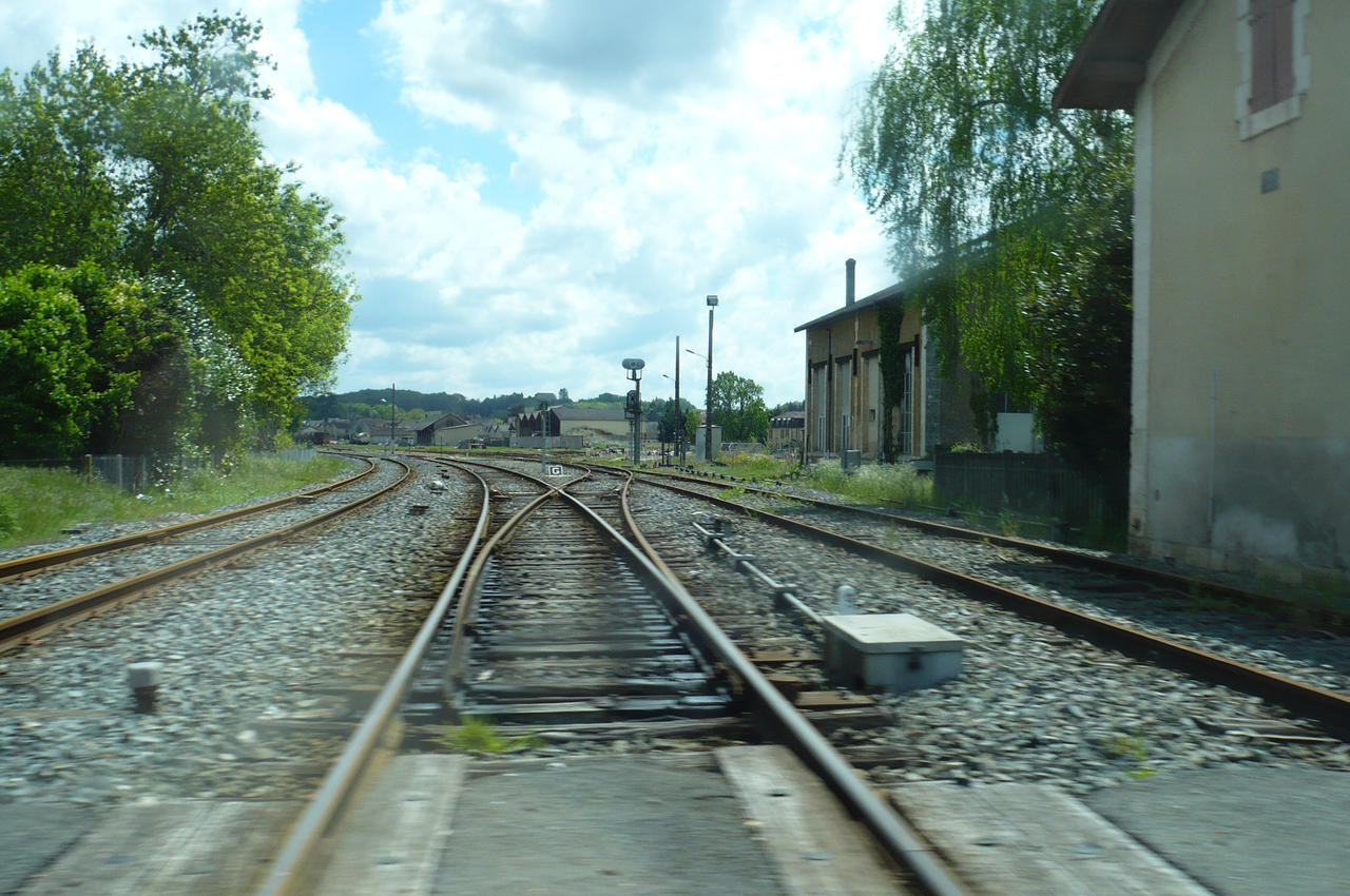Level Crossing at Le Buisson by nicolapin