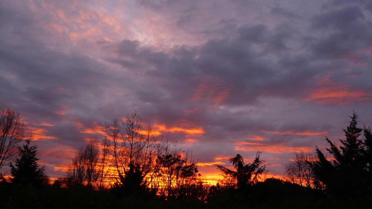 Magma Sky by nicolapin