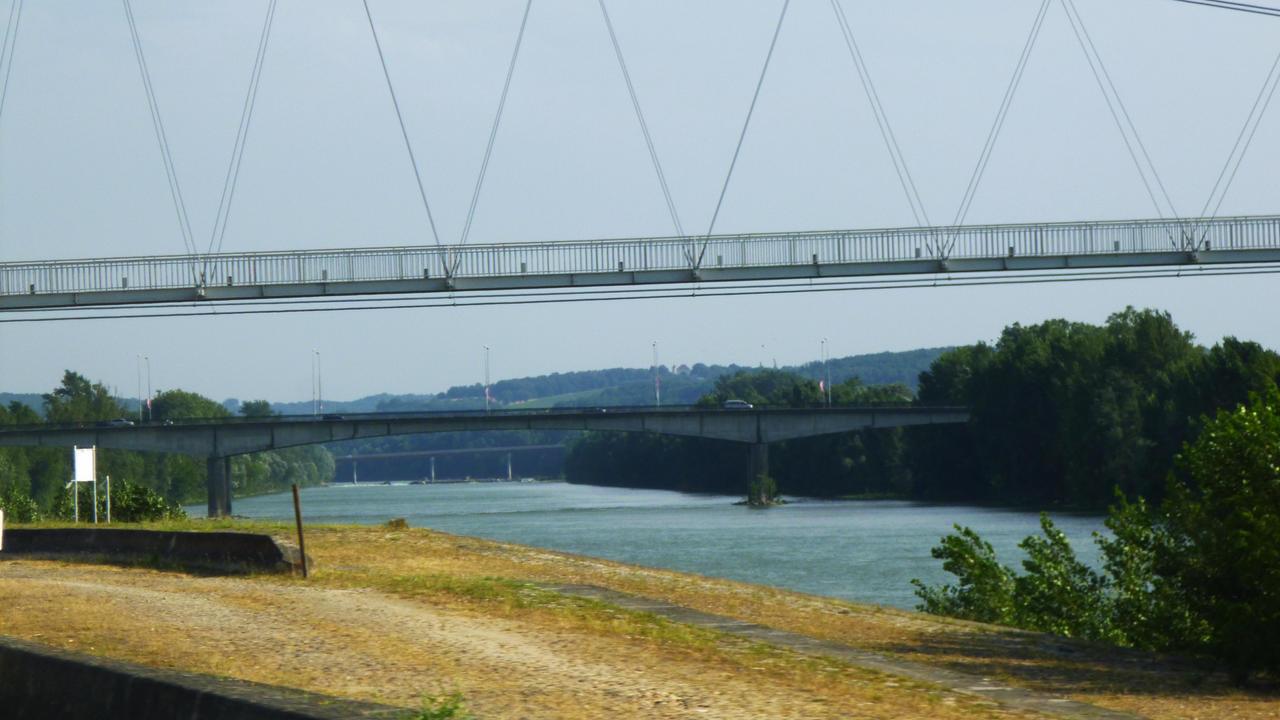 un pont peut en cacher un autre by nicolapin