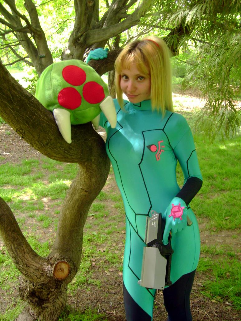 cosplay!!!!!!!! - Página 3 Metroid_Plush_by_invader_gir