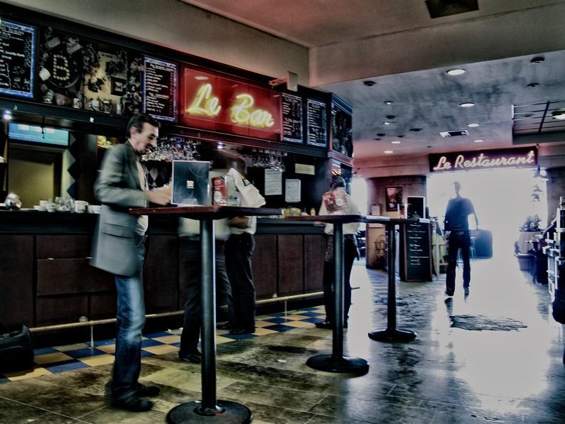 Le Bar by cahilus