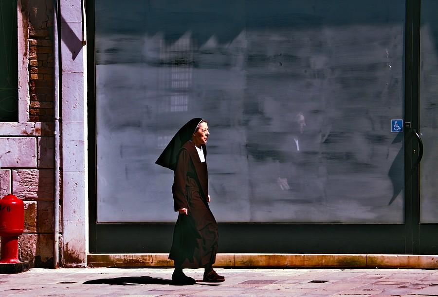 Cannaregio Nun by cahilus
