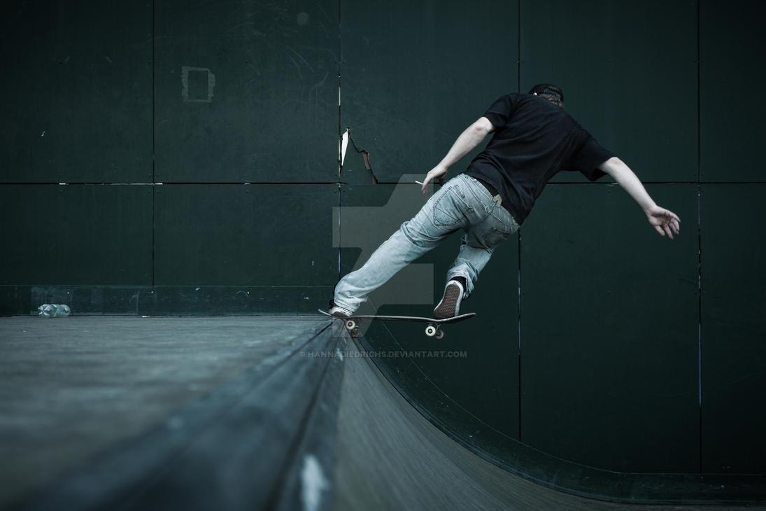 Skater by hannadiedrichs