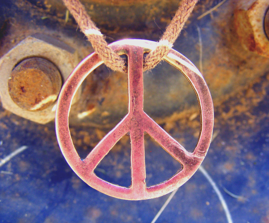 nakit -ukras ili umetnost - Page 2 Rusty_Peace_symbol_by_Two_Tickets