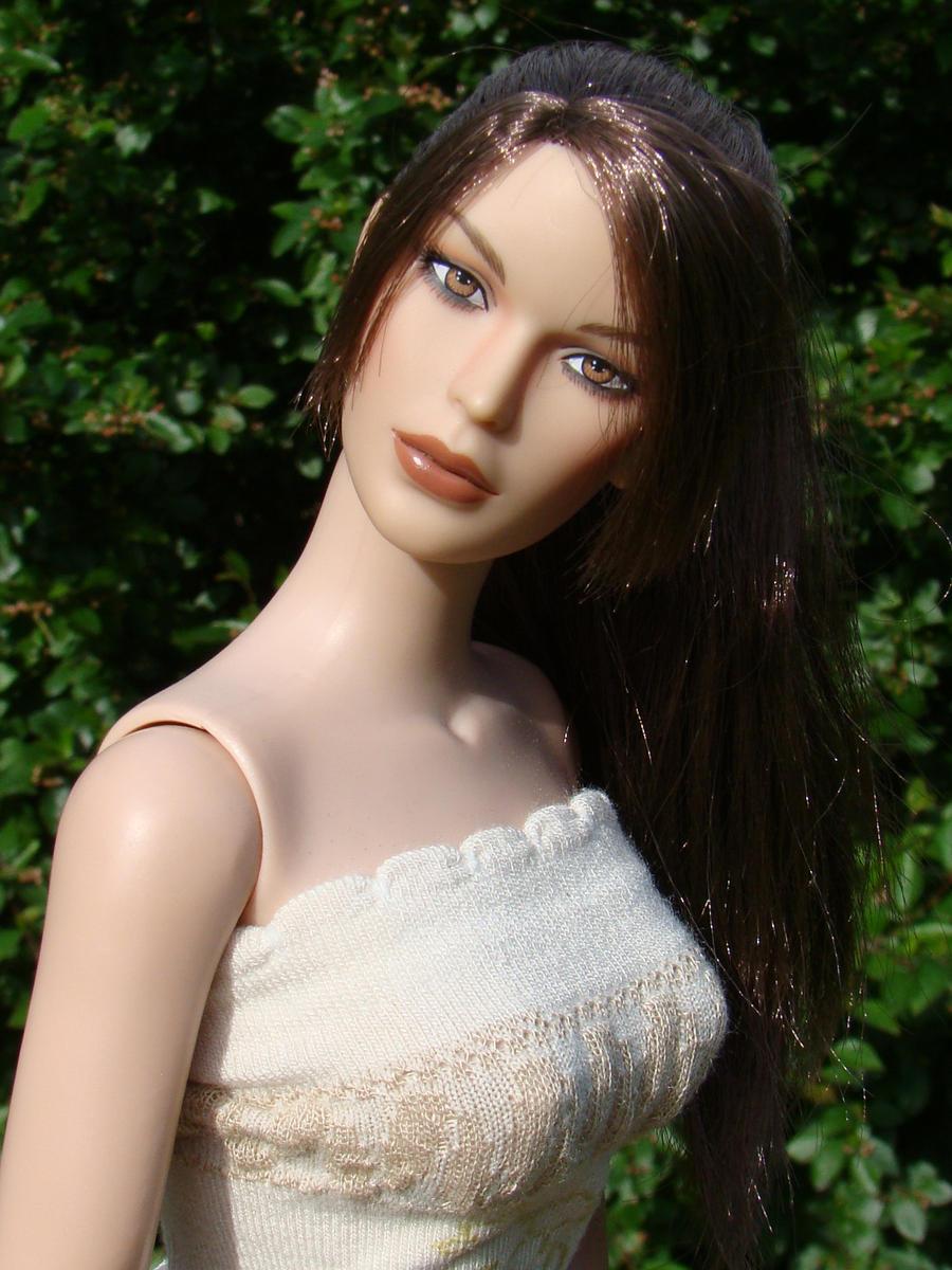 Lara Portrait by Eriseite