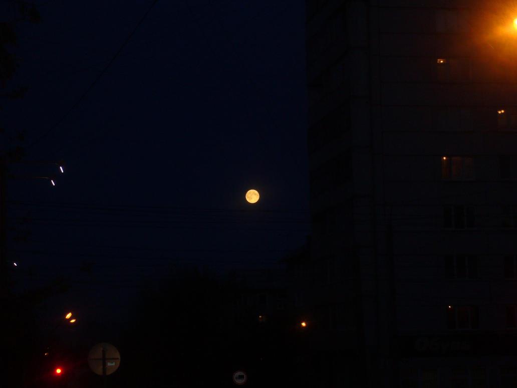 2011-10-12 Full Moon by Apkx