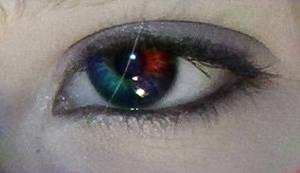 Multicolor eye