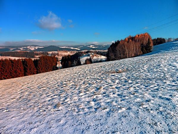 Hiking through winter wonderland II by patrickjobst