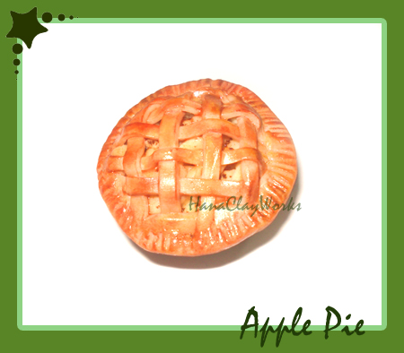 Apple Pie Magnet by HanaClayWorks