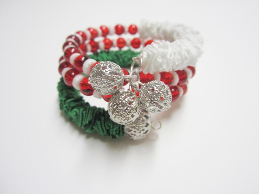 Christmas Holiday Memory Wire Ribbon Bracelet by Artisticat86