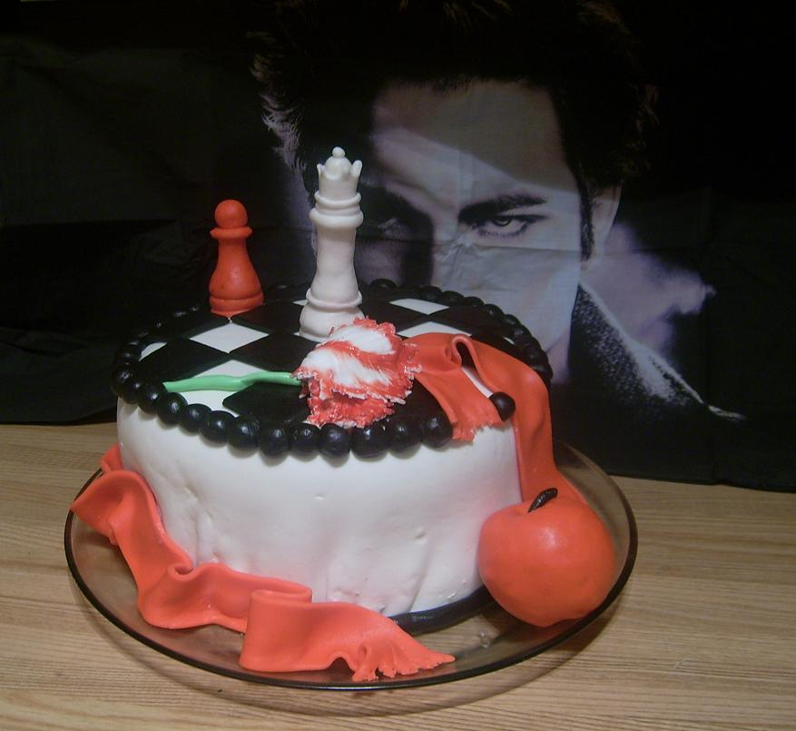 BELLA!!! FELIZ CUMPLEAÑOS Twilight_Cake_by_DanikaMorningStar
