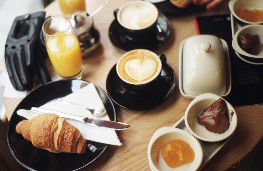 Pozdni snidane v Caffe Mitte by deviant-caroline