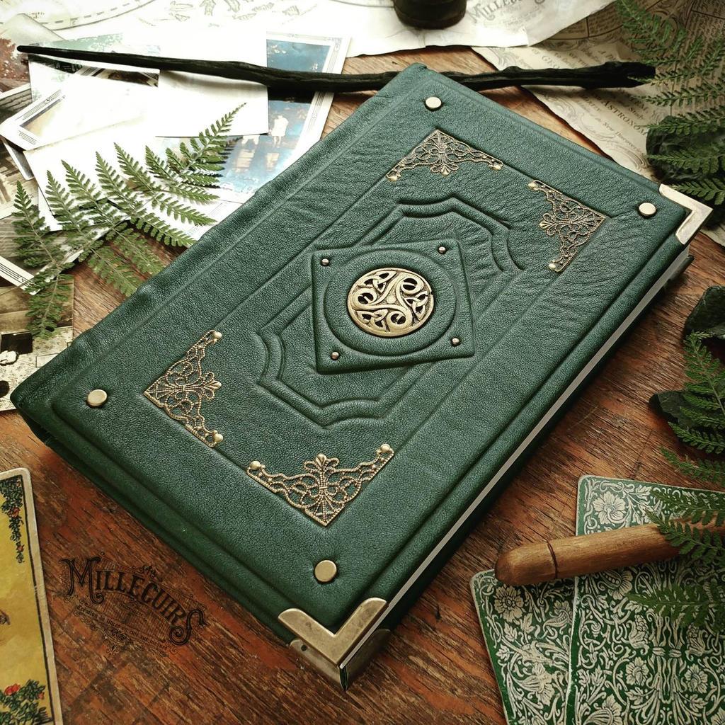 Chronicler's Grimoire Triskellion_grimoire___forest_green_leather_by_millecuirs_dc0py7h-fullview.jpg?token=eyJ0eXAiOiJKV1QiLCJhbGciOiJIUzI1NiJ9.eyJzdWIiOiJ1cm46YXBwOjdlMGQxODg5ODIyNjQzNzNhNWYwZDQxNWVhMGQyNmUwIiwiaXNzIjoidXJuOmFwcDo3ZTBkMTg4OTgyMjY0MzczYTVmMGQ0MTVlYTBkMjZlMCIsIm9iaiI6W1t7ImhlaWdodCI6Ijw9MTAyNCIsInBhdGgiOiJcL2ZcL2Q3NTU1MmEwLTc5MjktNGI1YS04YzYyLWY1YjRmYmUwOGE0YlwvZGMwcHk3aC1mNzM2YjVmNS03YzU1LTQ1MzQtYWQ2NS0yNDNmMjI4NGNlYmUuanBnIiwid2lkdGgiOiI8PTEwMjQifV1dLCJhdWQiOlsidXJuOnNlcnZpY2U6aW1hZ2Uub3BlcmF0aW9ucyJdfQ